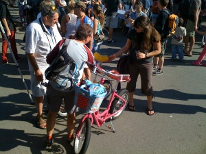 New fans Squeeze the seat of a Bikergo at Biketoberfest