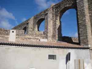 aquaduct in evora