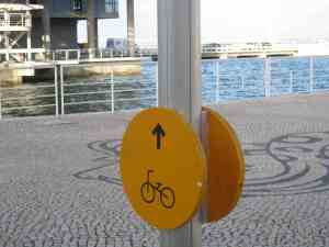 bike path sign in Lisboa